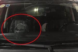 Hé lộ nhóm thanh niên ném vỡ kính ô tô trên cao tốc Hạ Long – Hải Phòng