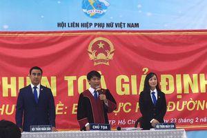 MC Quyền Linh ngồi ghế HĐXX trong phiên tòa giả định