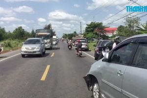 Tai nạn liên hoàn 4 ô tô trên quốc lộ 1, nhiều người bị thương