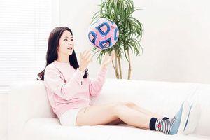 Vẻ đẹp thánh thiện của 'nữ thần' bóng đá Hàn Quốc
