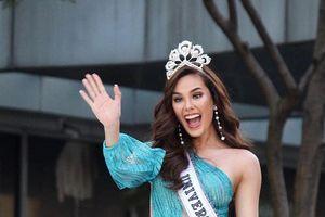 Showbiz 24/2: Hoa hậu Catriona Gray làm vỡ vương miện 6 tỉ đồng