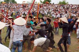 Lễ hội ngày càng méo mó, trở thành nơi tranh đoạt