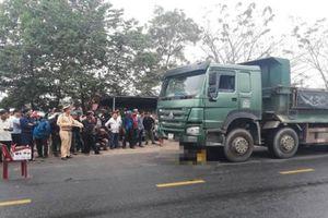 Xe máy va chạm với xe tải, nam thanh niên tử vong tại chỗ