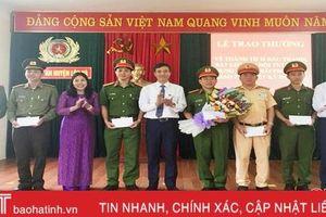 Khen thưởng các tập thể đảm bảo ANTT đêm giao thừa tại Lộc Hà