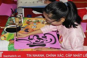 54 giáo viên, học sinh Nghi Xuân tranh tài viết thư pháp