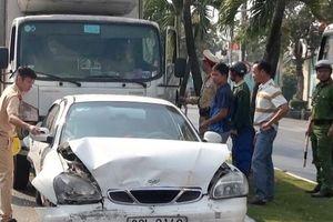 An Giang: Xe tải tông ô tô dừng đèn đỏ, gây tai nạn liên hoàn