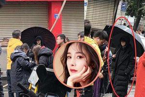 Dương Mịch lộ dáng vẻ gầy gò, mặt hốc hác tại phim trường 'Ám sát tiểu thuyết gia'