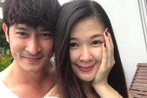 Huy Khánh xin phép vợ khi quay cảnh hôn cuồng nhiệt, xé áo bạn diễn