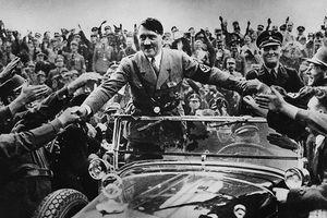 Sự kinh hoàng của cuộc thế chiến nằm trong những cái bắt tay bẩn thỉu