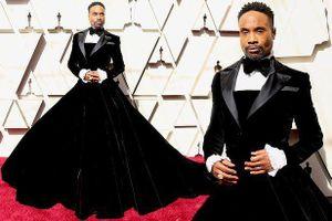 Choáng với nam diễn viên mặc váy quây trên thảm đỏ Oscar 2019