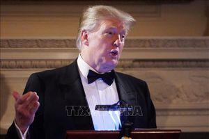 Tổng thống Donald Trump 'mềm mỏng' trước khi khởi hành đến Việt Nam