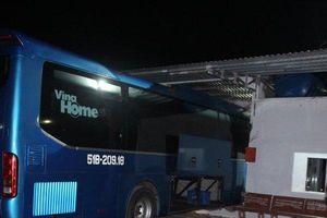 Cà Mau: Hé lộ nguyên nhân ô tô khách tông vào nhà chờ khiến 6 người thương vong