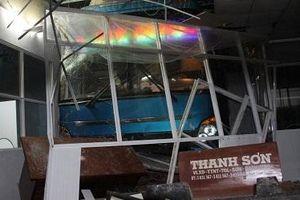 Vụ xe khách tông nhà chờ tại Cà Mau: Phụ xe có nồng độ cồn cao
