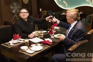 'Bản sao' Kim - Trump ăn tối, uống bia Hà Nội gây náo nhiệt nhà hàng
