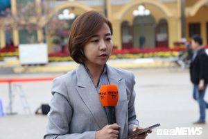 Nữ phóng viên Nhật Bản, Hàn Quốc xinh đẹp 'trực chiến' tại ga Đồng Đăng
