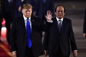 Tổng thống Trump cảm ơn Việt Nam sau khi đặt chân tới Hà Nội