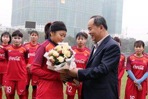 Thứ trưởng Lê Khánh Hải thăm đội tuyển bóng đá nữ QG