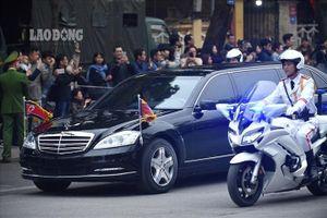 Xe đặc chủng chở Chủ tịch Kim Jong-un tới thăm Đại sứ quán Triều Tiên
