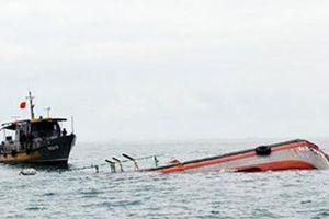 Va chạm tàu, hàng chục người rơi xuống biển, 2 người chết mất tích