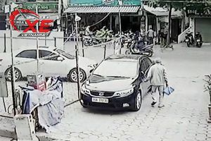 Hà Nội: Cụ ông đi đổ rác tiện tay rạch ô tô