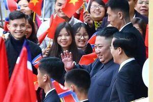 Chủ tịch Triều Tiên Kim Jong -un và nụ cười thân thiện khi đến Việt Nam