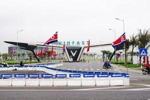 Hải Phòng và Quảng Ninh trang trí cờ hoa chờ đón ai?