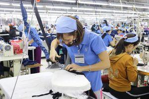 Nghệ An: Doanh nghiệp dệt may 'giữ chân' lao động