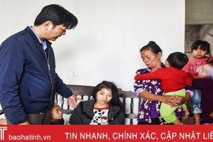 Hoàn cảnh éo le của vợ con nạn nhân mất tích trong vụ chìm thuyền ở Cẩm Xuyên