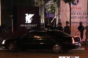 Đoàn xe chở Tổng thống Mỹ Donald Trump về tới khách sạn Marriott JW