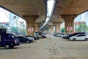Hàng loạt gầm cầu Hà Nội bị chiếm dụng trông giữ xe