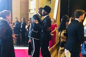 Những khoảnh khắc thú vị sau ống kính Oscar 2019: 'Ảnh đế' té nhào, đạo diễn thua giải đùng đùng 'nổi giận'