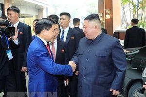 Chủ tịch TP Hà Nội Nguyễn Đức Chung đón Nhà lãnh đạo Kim Jong-un