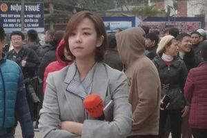 Tác nghiệp ở ga Đồng Đăng, nữ phóng viên Hàn Quốc xinh đẹp gây ấn tượng mạnh