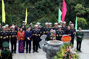 Đoàn công tác Quân chủng Hải quân dâng hương về nguồn tại Pác Bó