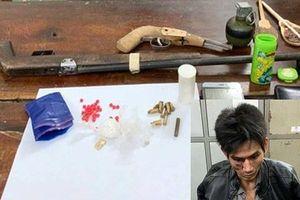 Bắt đối tượng buôn ma túy trang bị vũ khí 'nóng' cố thủ trong lán