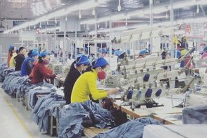 Điều chỉnh lương để cải thiện đời sống người lao động