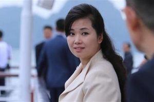 Vẻ quyến rũ của nữ ca sĩ tháp tùng ông Kim Jong-un