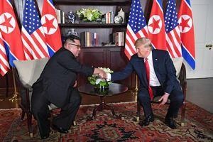 Biết gì 4 'trợ lý' tháp tùng Tổng thống Trump, Chủ tịch Kim Jong-un gặp gỡ 18h39 tối 27/2?