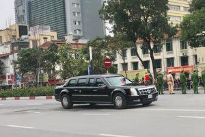 Xe 'quái thú' chở Tổng thống Mỹ xuất hiện trên đường phố Hà Nội