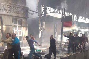 Tàu hỏa trật đường ray ở Cairo, 20 người chết