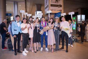 Tân Nam vương Quốc tế Trịnh Bảo về nước trong vòng vây người hâm mộ