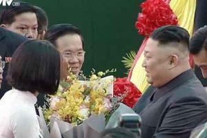 Chân dung 2 nữ sinh tặng hoa Chủ tịch Kim Jong-un và Tổng thống Donal Trump
