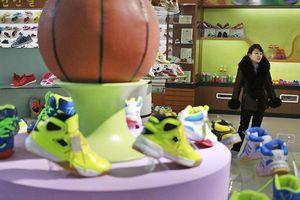 Bên trong nhà máy sản xuất giày của Triều Tiên