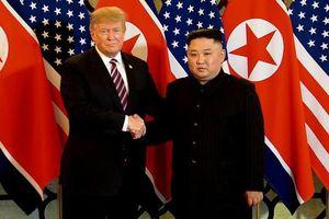 Cái bắt tay 'lịch sử' của hai nhà lãnh đạo Mỹ - Triều tại Hà Nội