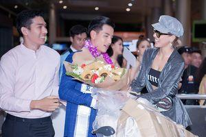 Quá điển trai, Nam vương Quốc tế Trịnh Bảo khiến cả sân bay 'sáng rực' khi về nước