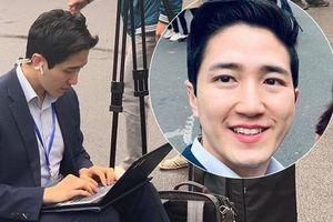 Nam PV Hàn Quốc hào hứng khoe được lên báo Việt Nam sau 1 khoảnh khắc 'gây sốt' trên phố Hà Nội