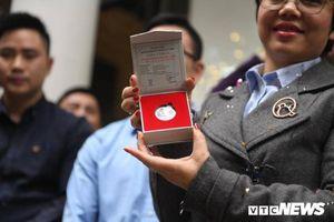 Người dân háo hức đi mua đồng xu kỷ niệm hội nghị Mỹ - Triều