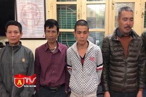 Nguy cơ gây tai nạn giao thông từ hành vi đeo bám du khách đi lễ chùa Hương
