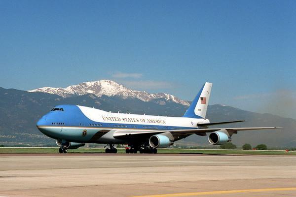 Tại sao Air Force One của Tổng thống Mỹ lại có màu xanh?