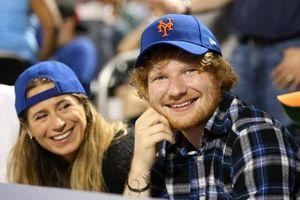 Ed Sheeran bí mật kết hôn cùng bạn gái lâu năm